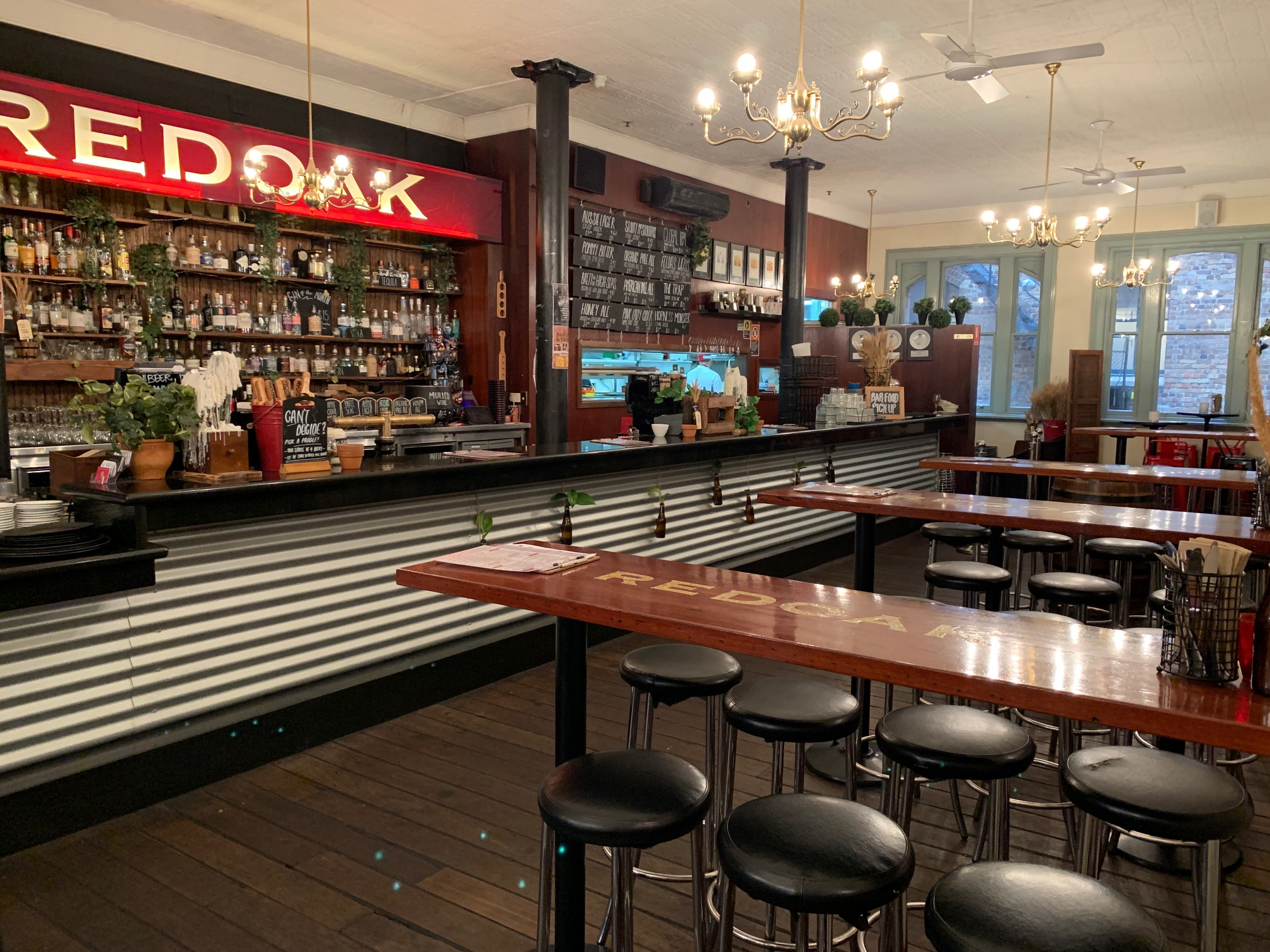 Redoak Restaurant & Bar